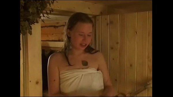 Suruba russa com as primas na sauna
