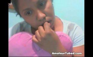 Morena safada mostrando os peitos na webcam